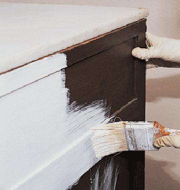 Cómo pintar un mueble viejo